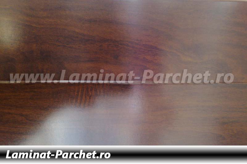 Parchet laminat 12mm nuc canadian H1803-10 lucios
